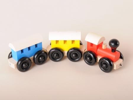 Holzeisenbahn mit 2 Wagons